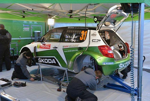 Fin Esapekka Lappi při debutu v mistrovství světa třídy WRC2 s vozem Škoda Fabia S2000 soutěž nedokončil.