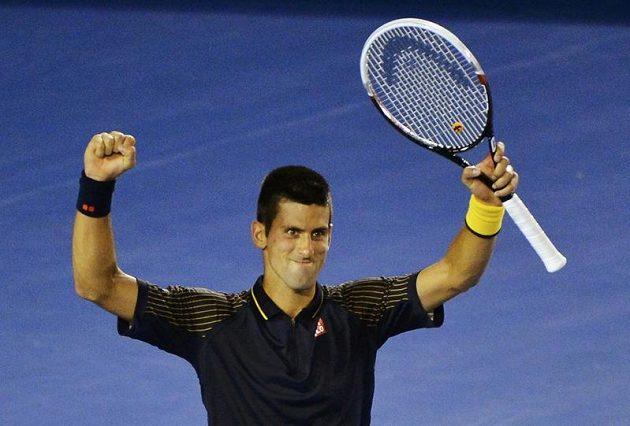 Srb Novak Djokovič se raduje z hladké výhry nad Davidem Ferrerem v semifinále Australian Open.