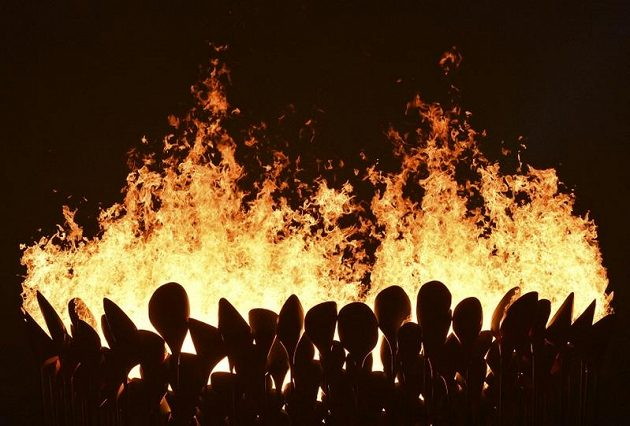 Olympijský oheň byl slavnostně zapálen.