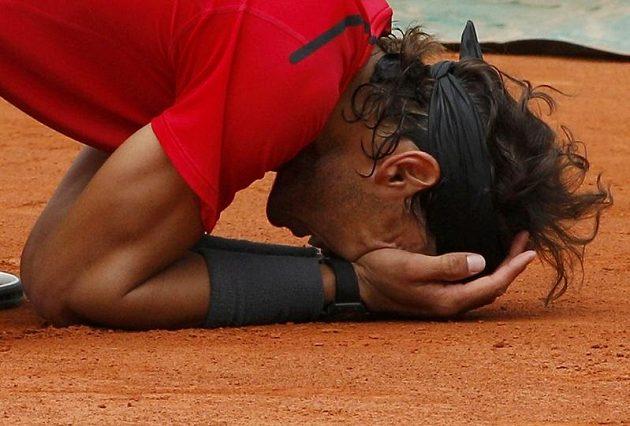 Šťastný Rafael Nadal po vítězství ve finále Roland Garros.