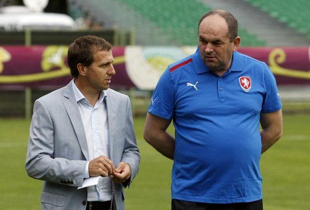 Šéf českého fotbalu Miroslav Pelta (vpravo) s Karlem Poborským