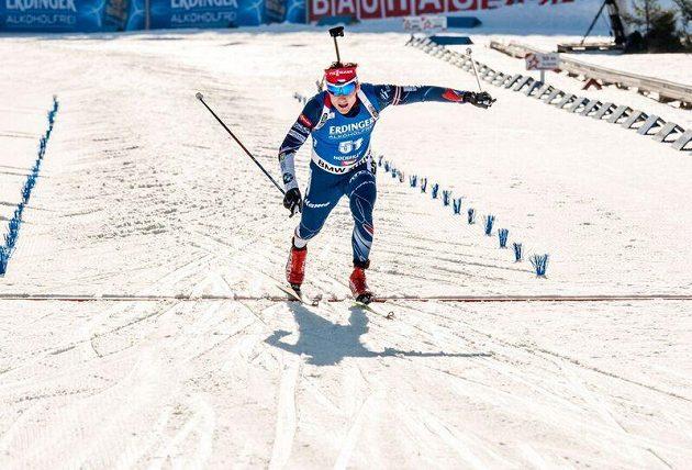 Ondřej Moravec v cíli vytrvalostního závodu na MS v Hochfilzenu.