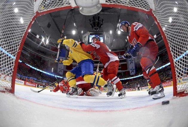 Loui Eriksson právě posílá Švédy do vedení 1:0.