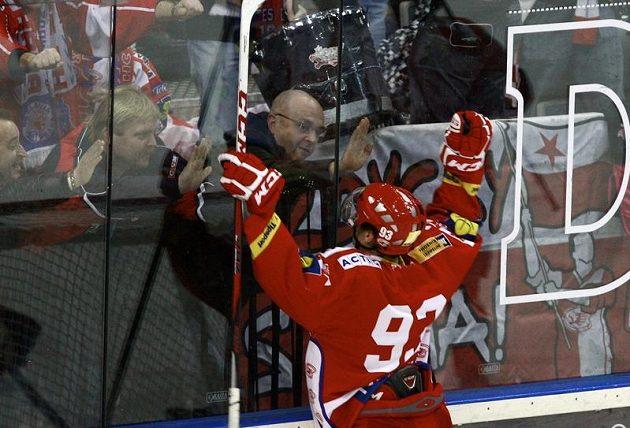 Slávista Tomáš Hertl se raduje z gólu proti Plzni.