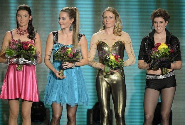 Desáté místo obsadila ženská štafeta (Spice Girls) na 4 x 400 metrů ve složení (zleva) Jitka Bartoničková, Denisa Rosolová, Zuzana Bergrová a Zuzana Hejnová.