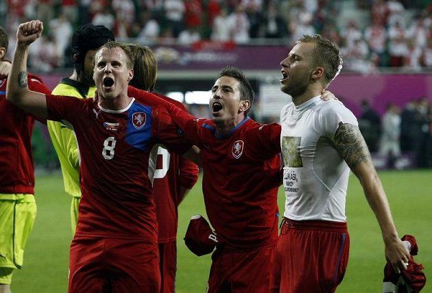 Potetované ruce Michala Kadlece při oslavách postupu do čtvrtfinále