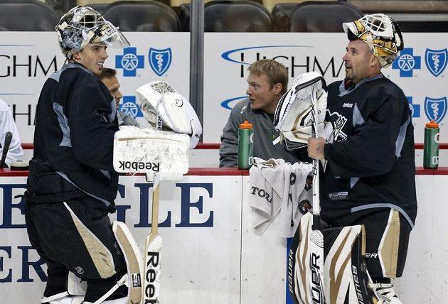 Tomáš Vokoun (vpravo) s Marc-Andre Fleurym, svým konkurentem v brankovišti Pittsburgh Penguins.