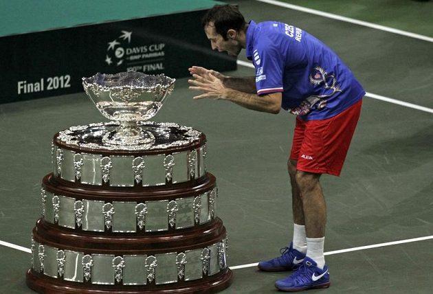 """""""A mám tě!"""" jako kdyby říkal Radek Štěpánek, hrdina finále Davis Cupu."""