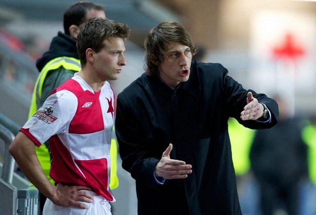 Za Slavii si už v lize zahrál i Lukášův starší bratr Daniel Veselý (na snímku s trenérem Poustkou).