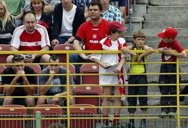 Fanoušci na tréninku českých fotbalistů po debaklu s Ruskem