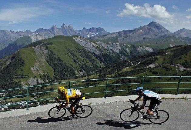 Jezdci stáje Sky Bradley Wiggins (vlevo) a Christopher Froome