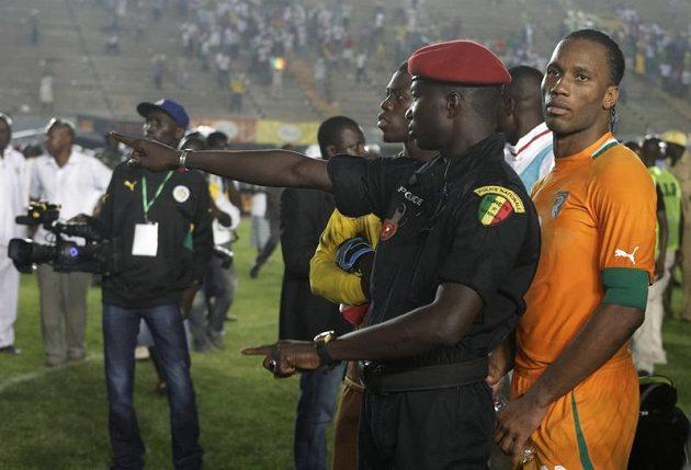 Didier Drogba (vpravo) namíchnul senegalské fanoušky