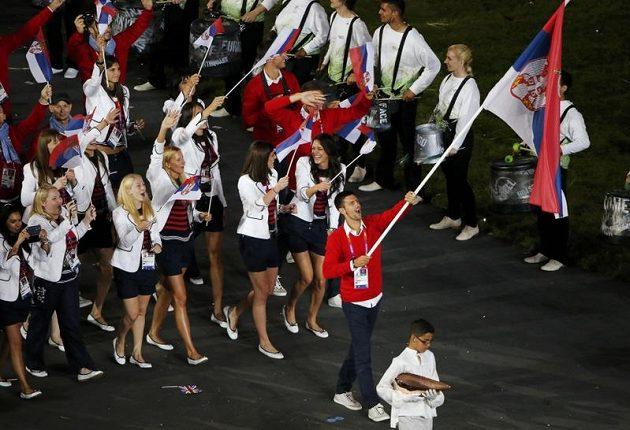 Tenista Novak Djokovič nesl vlajku srbské výpravy na OH v Londýně.