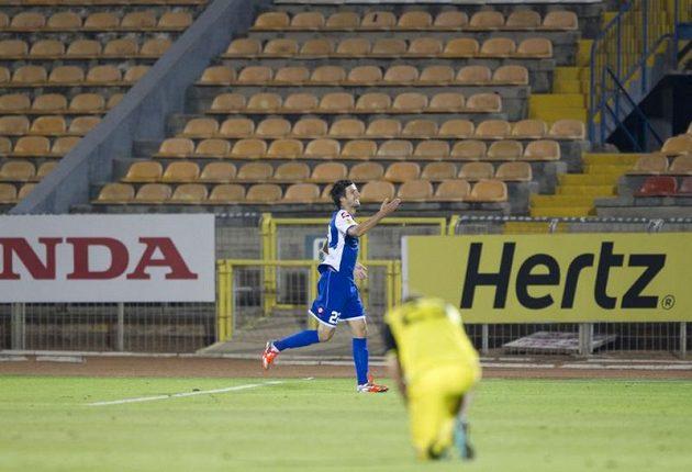 Darko Tasevski ze Šmony zaskočil Spartu hned v úvodu zápasu.