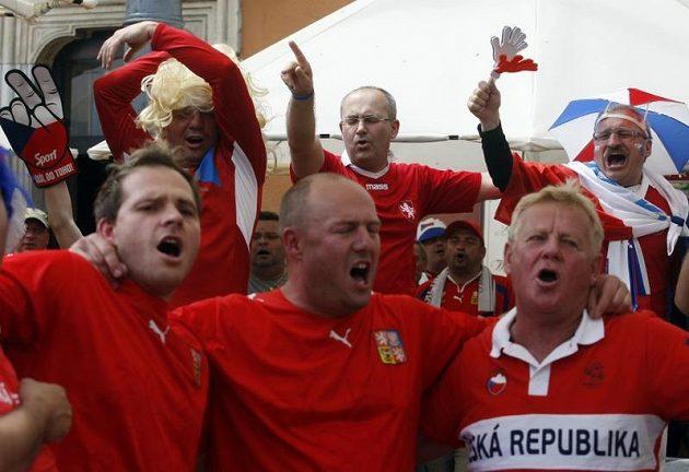 Čeští fotbaloví fanoušci ve Vratislavi před večerním utkáním Bílkovy družiny s Ruskem