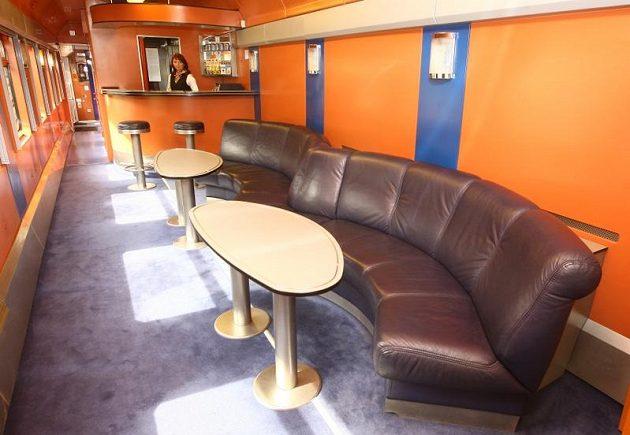 K dispozici je i salonek s koženými sedačkami...
