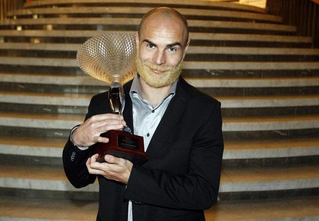 Jan Nezmar s cenou pro Sympaťáka ligy 2011/12 od Sport.cz.