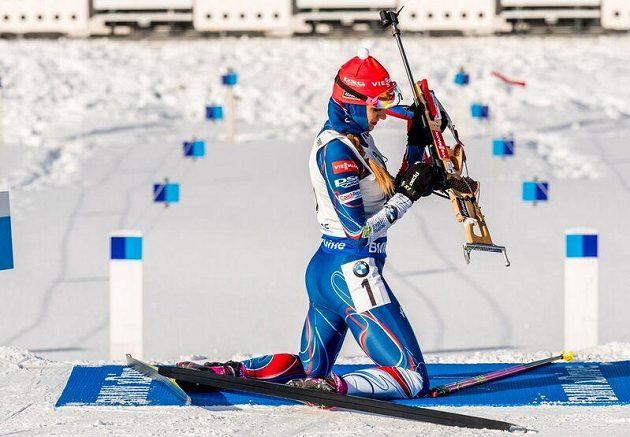 Gabriela Koukalová na střelnici.