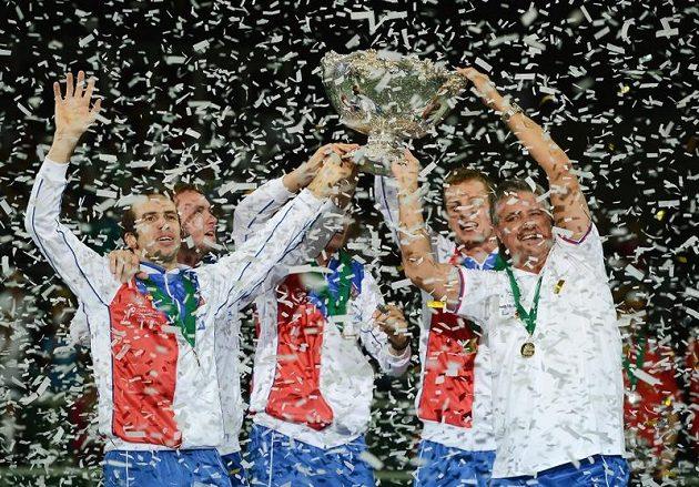 Český daviscupový tým se slavnou trofejí