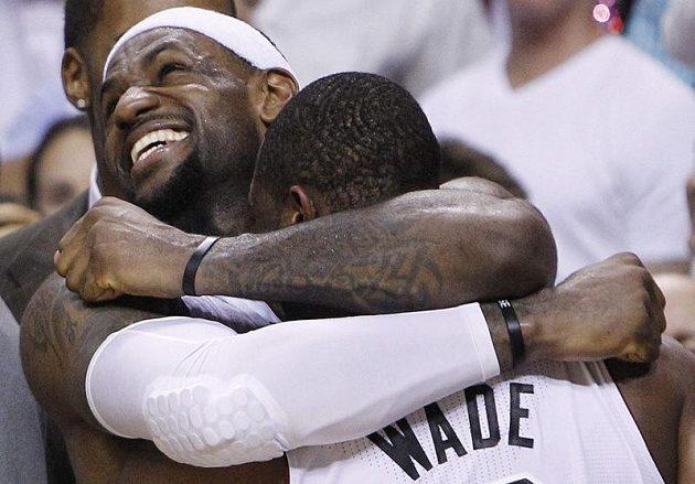 Největší hrdinové zápasu. LeBron James a Dwyane Wade.