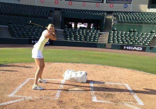 Maria Šarapovová si vyzkoušela baseball.
