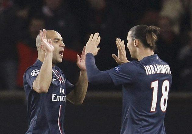 Alex (vlevo) a Zlatan Ibrahimovič z Paris St.Garmain si užívají radost po prvním gólu proti Záhřebu.
