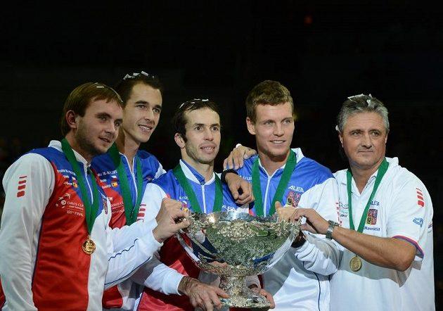 Vítězové Davisova poháru pro rok 2012. Zleva Ivo Minář, Lukáš Rosol, Radek Štěpánek, Tomáš Berdych a nehrající kapitán Jaroslav Navrátil.