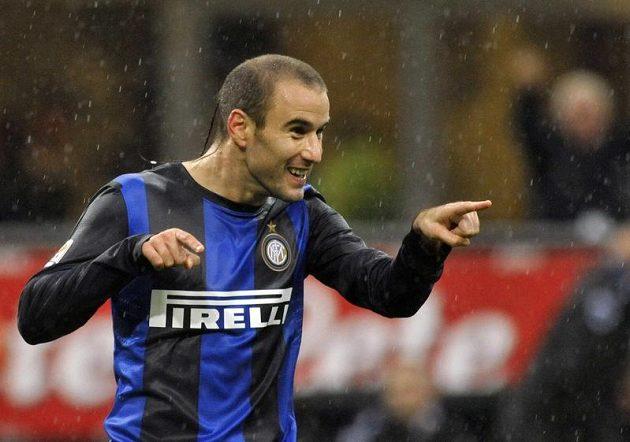 Argentinský útočník Rodrigo Palacio z Interu Milán se raduje z gólu, který dal Sampdorii Janov.