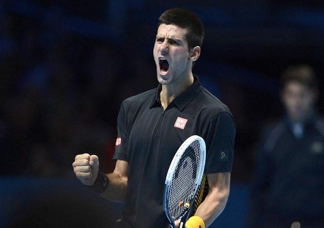 Vítězné gesto tenisové jedničky Srba Djokoviče.