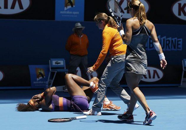 Američanka Serena Williamsová měla na titul z Melbourne velký zálusk. Jenže cestu za triumfem jí od prvního kola komplikovala zranění. Takhle si hned na úvod poranila kotník.