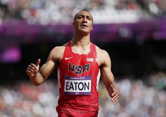Světový rekordman v desetiboji Ashton Eaton po vítězství v běhu na 100 metrů.