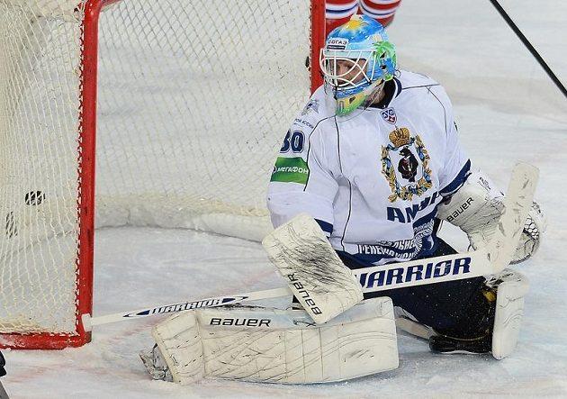 Brankář Chabarovsku Alexej Murygin inkasuje třetí gól.