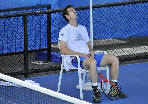 Vyčerpaný Andy Murray během tréninku s Ivanem Lendlem v Melbourne.