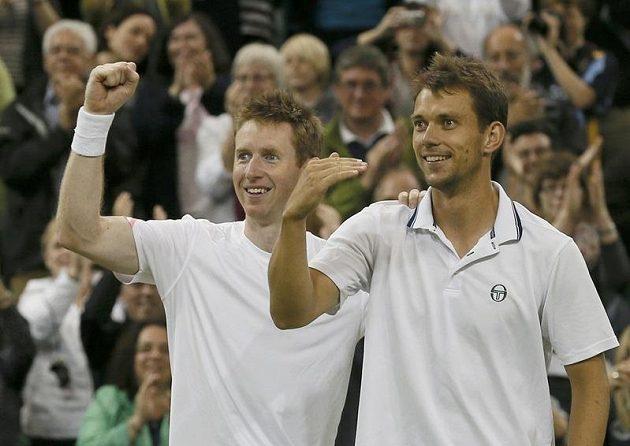 Brit Jonathan Marray (vlevo) a Dán Frederik Nielsen senzačně vyhráli čtyřhru.