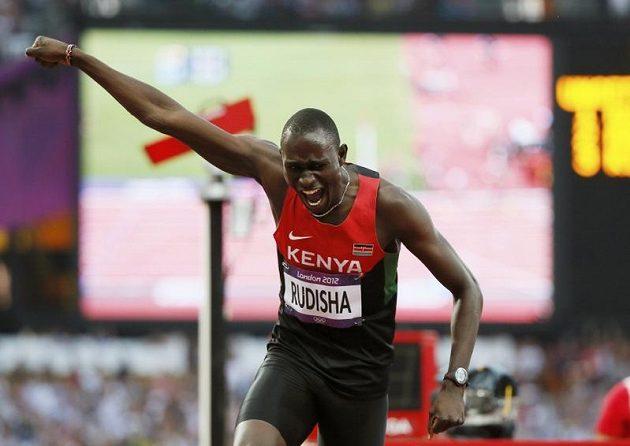Radost! David Lekute Rudisha se raduje z vítězství ve finálovém olympijském běhu na 800 metrů, který zaběhl v novém světovém rekordu.