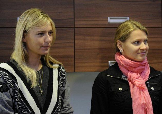 Ruská tenistka Maria Šarapovová (vlevo) navštívila společně s Lucií Šafářovou Nemocnici s poliklinikou v Italské ulici.