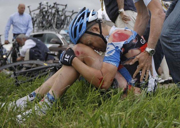 Pád v šesté etapě slavné Tour de France postihl i amerického cyklistu Thomase Danielssona