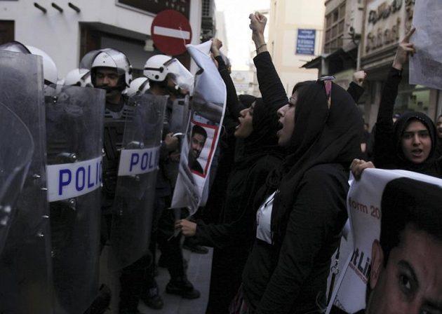Formule v Bahrajnu se potýká s protesty místních občanů.