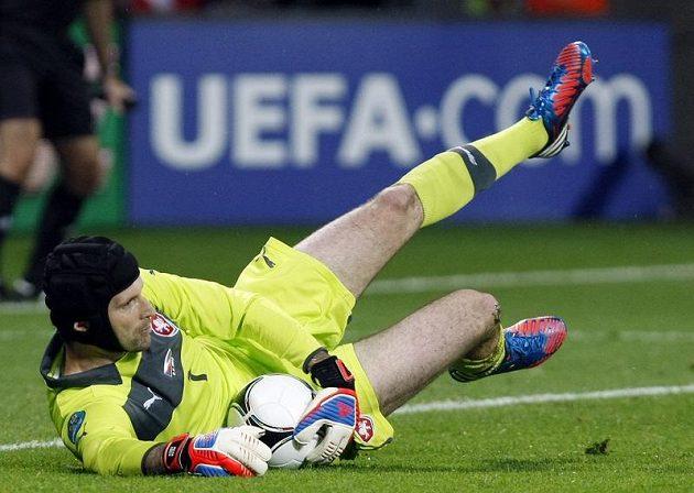 Brankář české fotbalové reprezentace Petr Čech v duelu evropského šampionátu proti Rusku