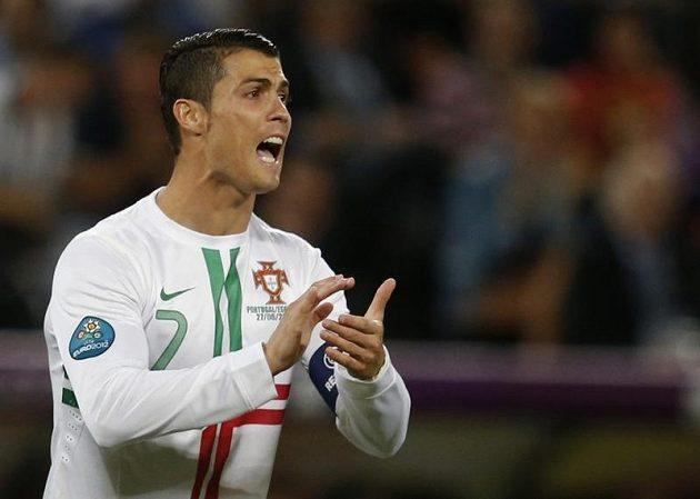 Portugalec Cristiano Ronaldo burcoval spoluhráče
