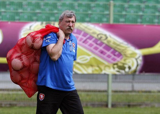 Kustod Jiří Šíma na tréninku české fotbalové reprezentace
