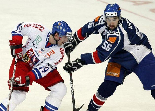 Jiří Tlustý (vlevo) v souboji se Slovákem Vladimírem Mihálikem