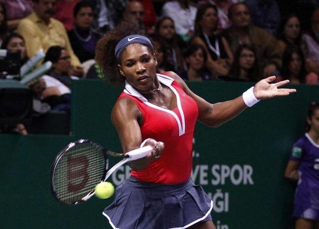 Tenistka Serena Williamsová ve finále Turnaje mistryň vrací úder.