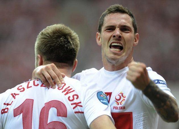Polští fotbalisté Jakub Blaszczykowski a Ludovic Obraniak (vpravo) se radují z vedoucího gólu v duelu proti Řecku