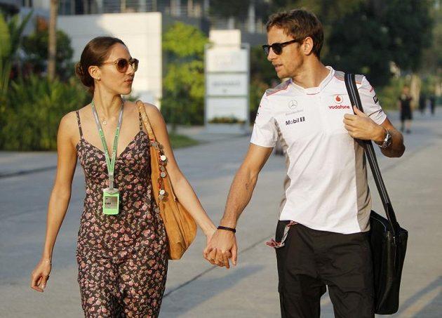 Jenson Button se svojí přítelkyní Jessicou Michibatovou před GP Malajsie.