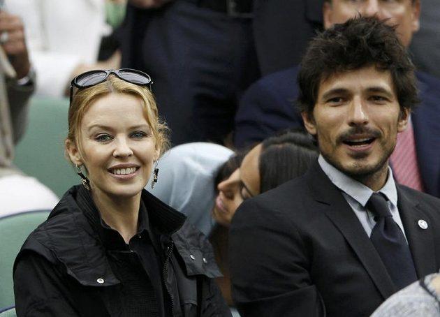 Semifinále mužské dvouhry na Wimbledonu si nenechala ujít ani australská popová diva Kylie Minogue