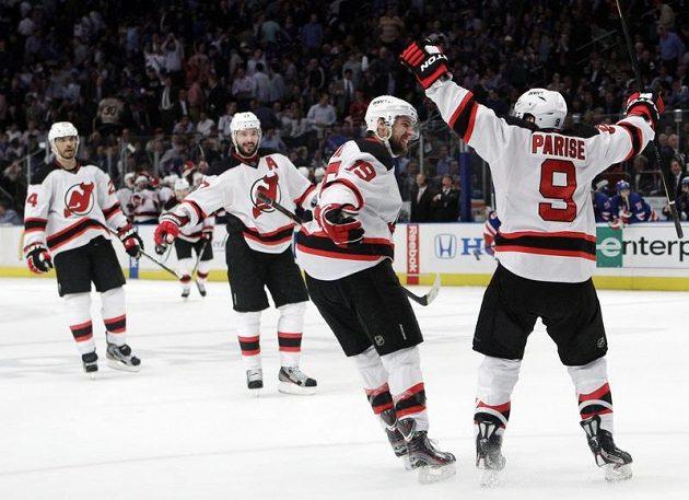 Hokejistům Jersey stačí už jen jedna výhra na domácím ledě.