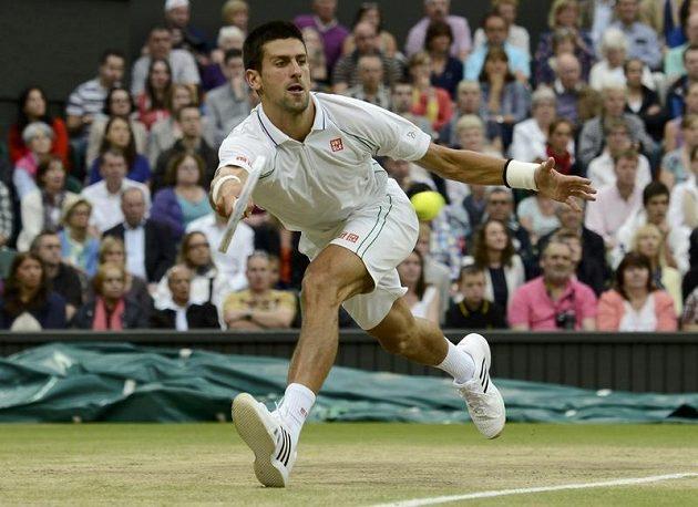 Srb Novak Djokovič v semifinále Wimbledonu