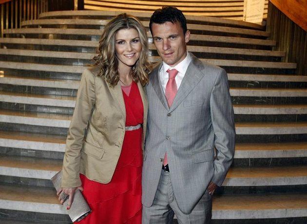 Kanonýr David Lafata s manželkou Kamilou.