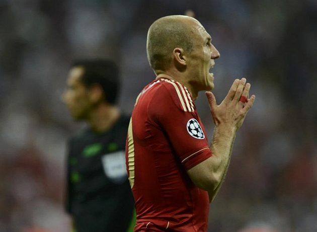 Rozčarovaný mnichovský špílmachr Arjen Robben po neproměněné penaltě v prodloužení